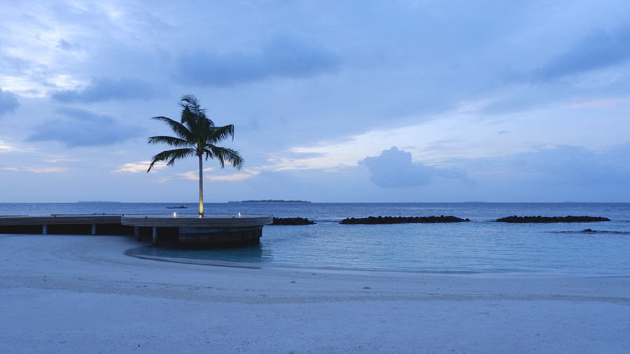 Dhigali_Maldives_Sunrise2.jpg