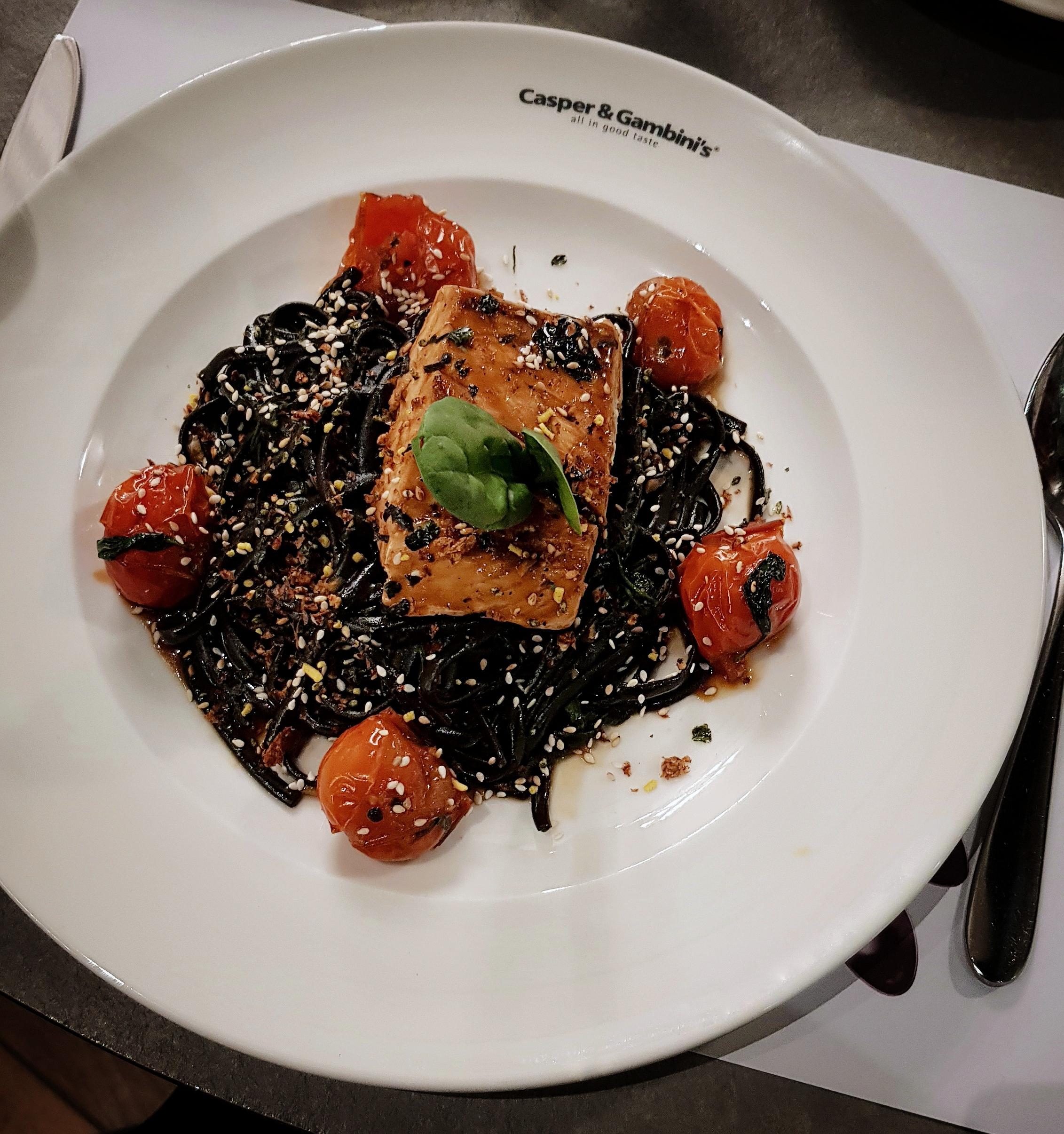 casper-gambini-mirqab-mall-creativitywithkay-fresh-salmon-black-inked-pasta.jpg
