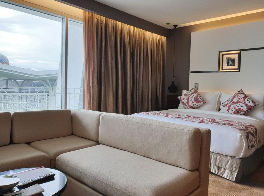 movenpick_klia_bedroom.jpg