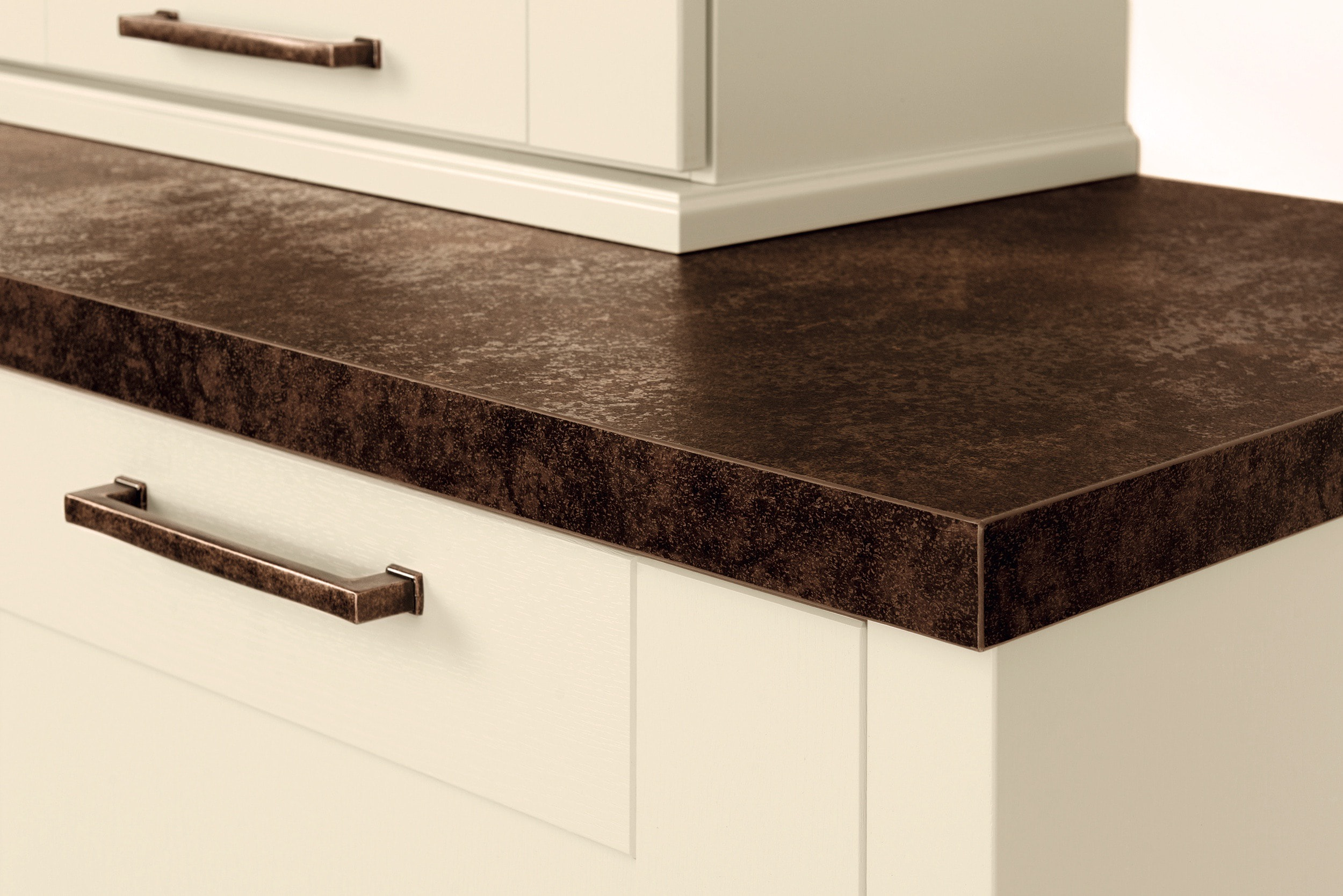 7.-Caledonia-laminate-worktop.jpg