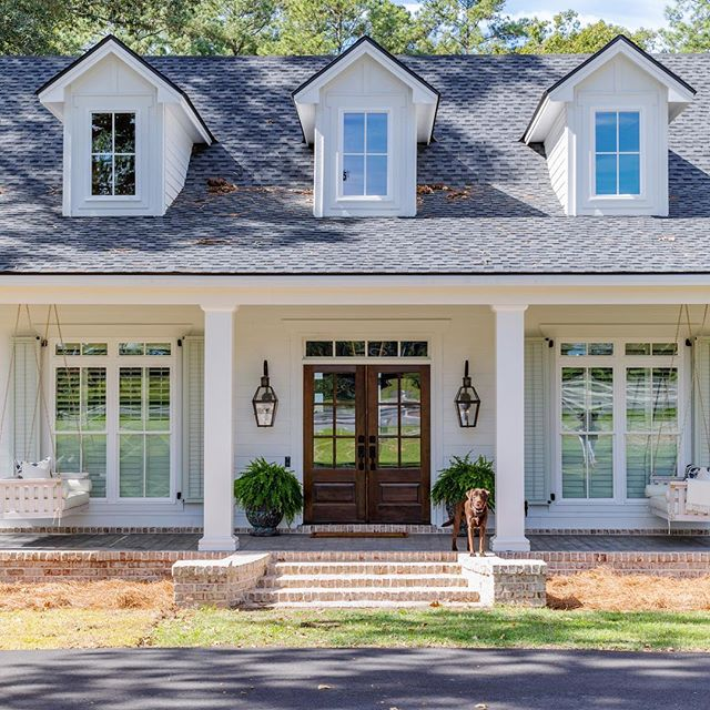 Just wrapped up this gorgeous #newbuild in South Georgia for the sweetest family. We loved helping them bring their dream home vision to life! 📷 @jessiepreza . . . . . #newconstruction #homesweethome #southernhome #mysouthernliving #south #gardenandgun #athome #dreamhome #frontporch #thatsdarling #home #georgia #interiordesign #designer #ameliaisland