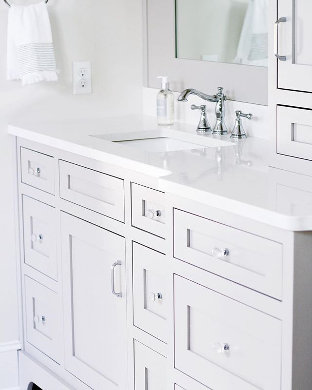 It's the little details that were swooning over! These pretty glass were just what the doctor (or... interior designer) ordered. 😍 . . . . . #interiordesign #interiordetails #newconstruction #bathroom #design #homedecor #theeverygirlathome #housebeautiful #mysouthernliving #decorate #loveamelia #ameliaisland #simplicity
