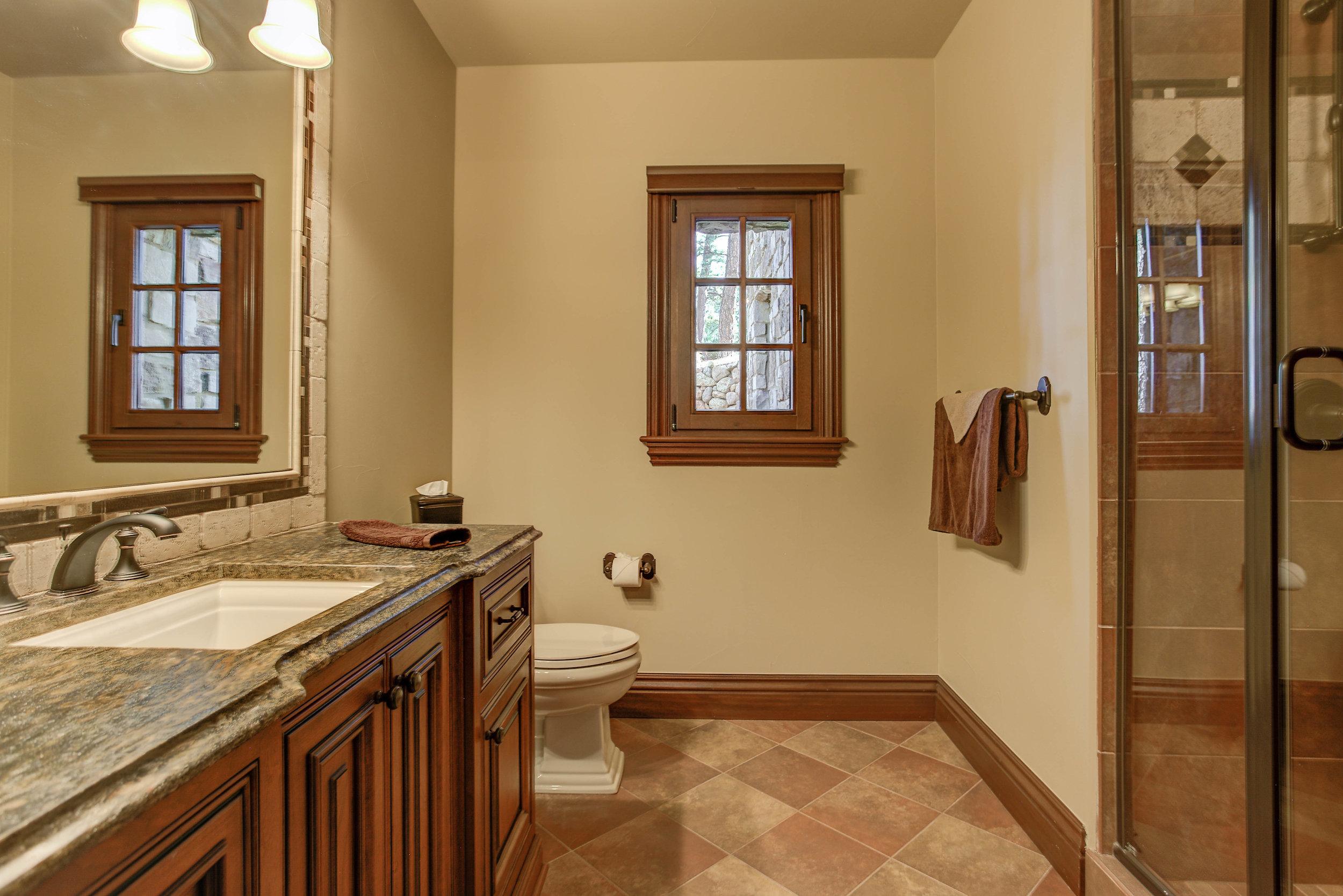 1+Eagle+Pointe+Lane_Bathroom3.jpg