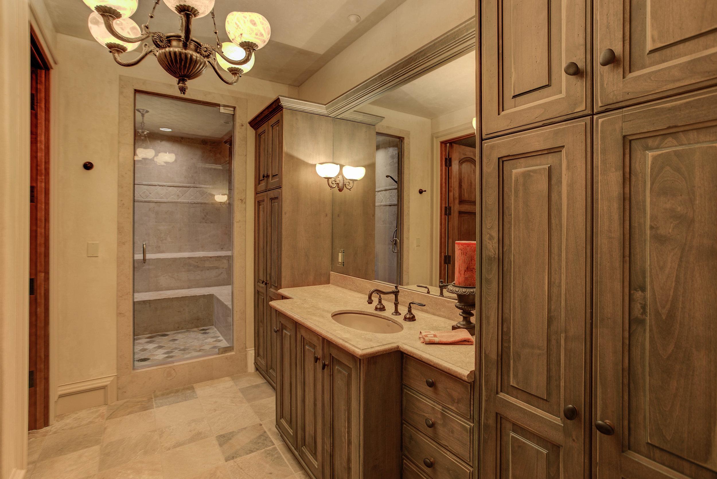 7+Eagle+Pointe+Lane_Bathroom2.jpg