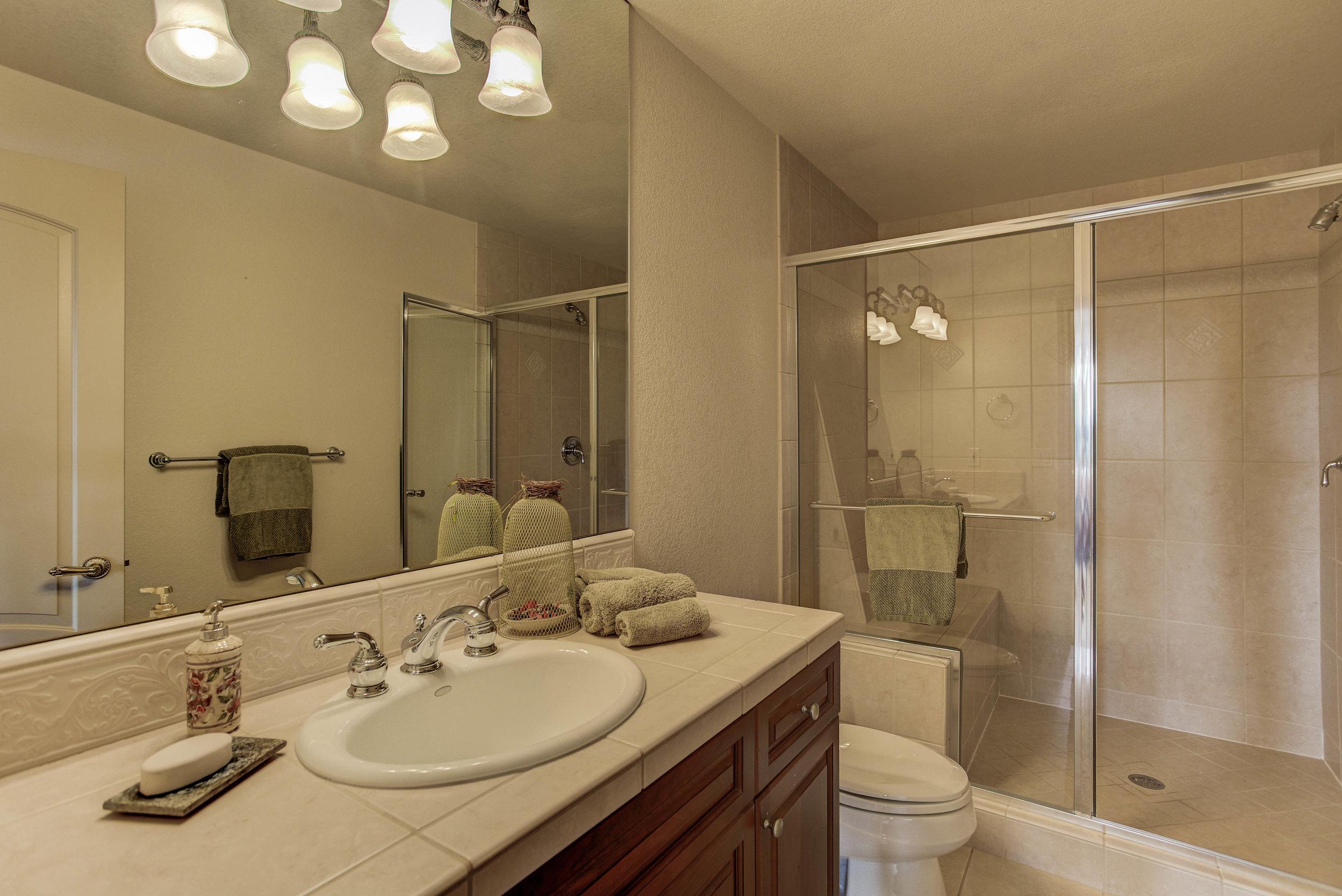 943 Aztec Drive_Bathroom2.jpg