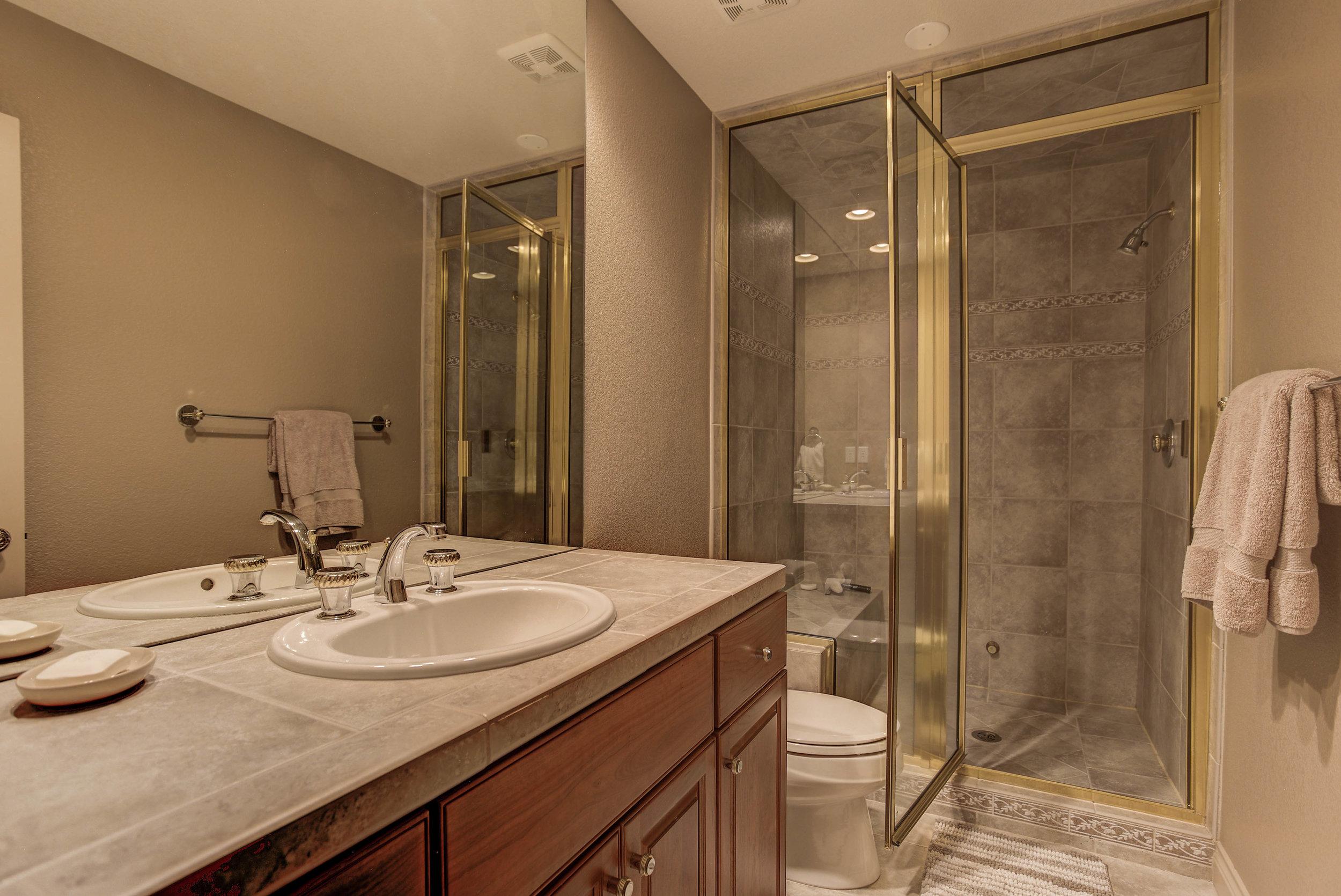 943 Aztec Drive_Bathroom4.jpg