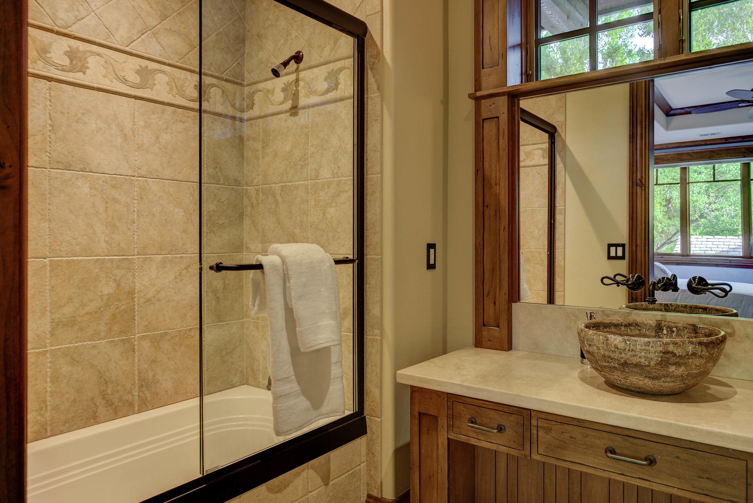 11229 North 75th Street_Bathroom5.jpg