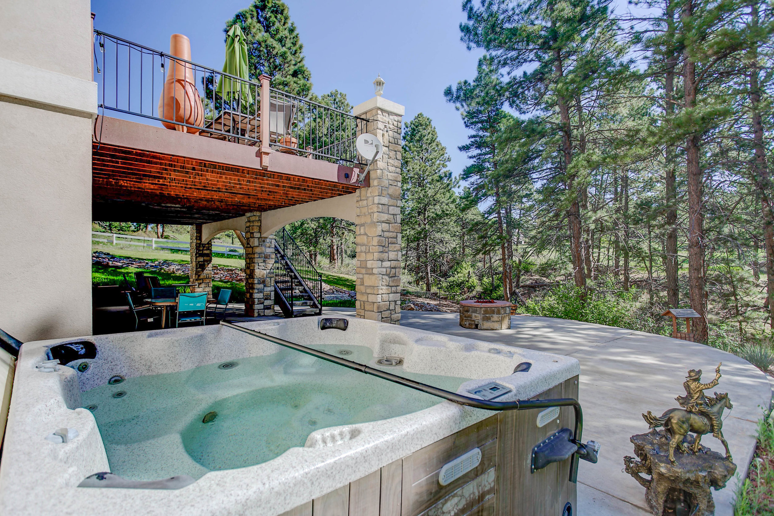 6454+South+Ponderosa+Trail_HotTub.jpg
