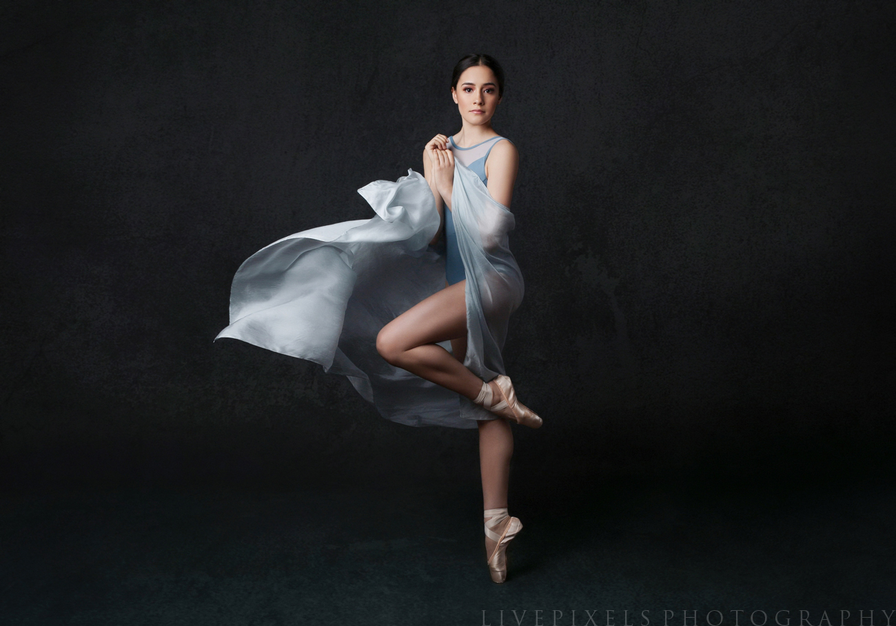 Toronto portrait photographer - portrait of a ballet dancer.jpg