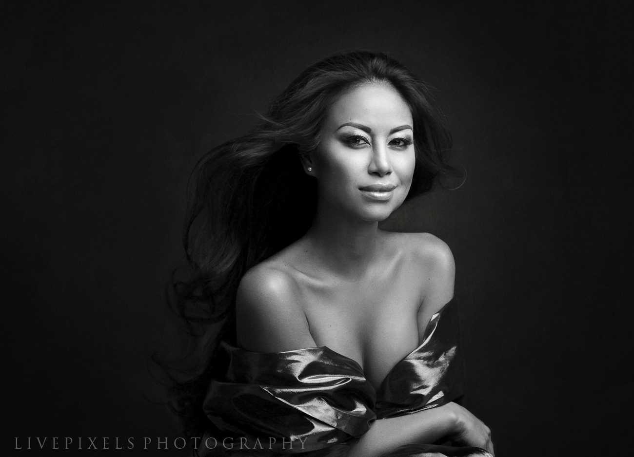 Beauty portrait by Toronto photographer LivePixels Photography.jpg
