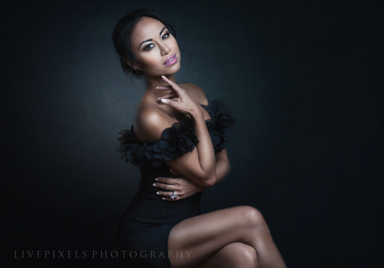 Beauty glamour portrait by Toronto photo studio LivePixels.jpg