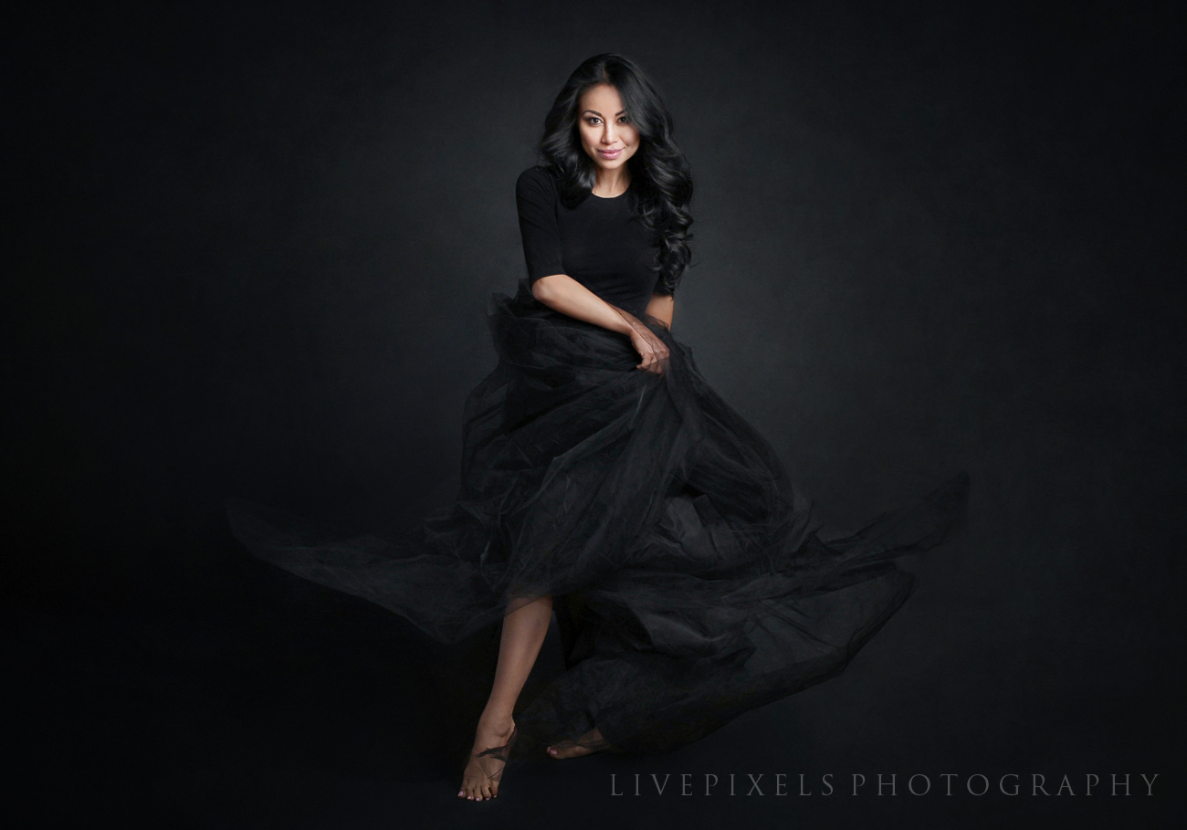 Elegant portrait by Toronto photo studio LivePixels.jpg