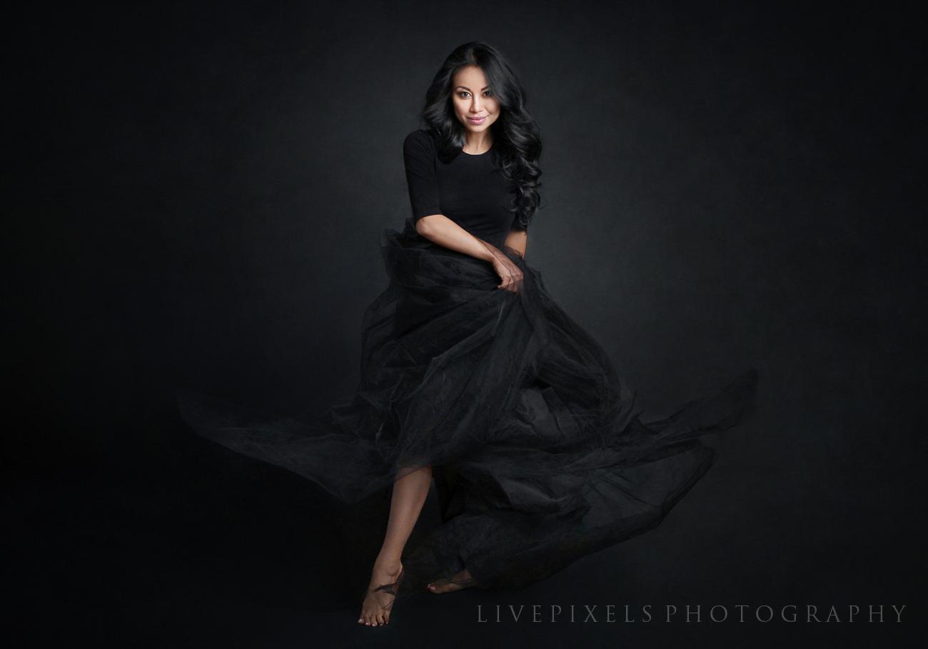 Elegant portrait by Toronto photo studio LivePixels.jpg