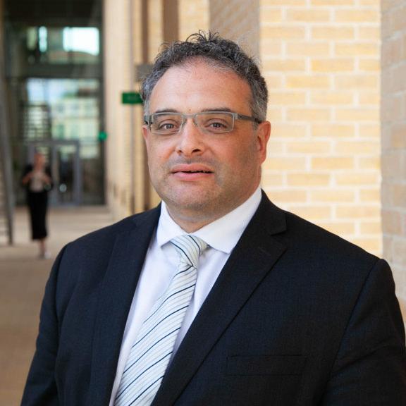 Lionel Khalil - 大项目经理——数据和分析