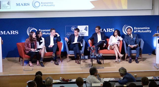 牛津辩论社辩论和主要教学内容 - MBA学生,Colin Mayer CBE和Bruno Roche