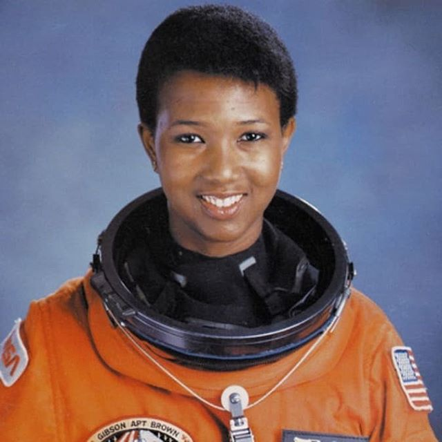 #onthisdayinhistory September 12, 1992 Mae Jemison became the first African American Woman in space. On the flight she was the science mission specialist. She logged 190 hours, 30 minutes, 23 seconds in space. Along with being an astronaut she is also an engineer and physician ✨ 📸: NASA . . . . . . . . . . . . . . #spacehistory #womenscientists #womeninstem #stemgirls #stem #nasa🚀 #90s #physician #engineer #history #americanhistory #womenshistory #math #science #blackscientist #astronaut