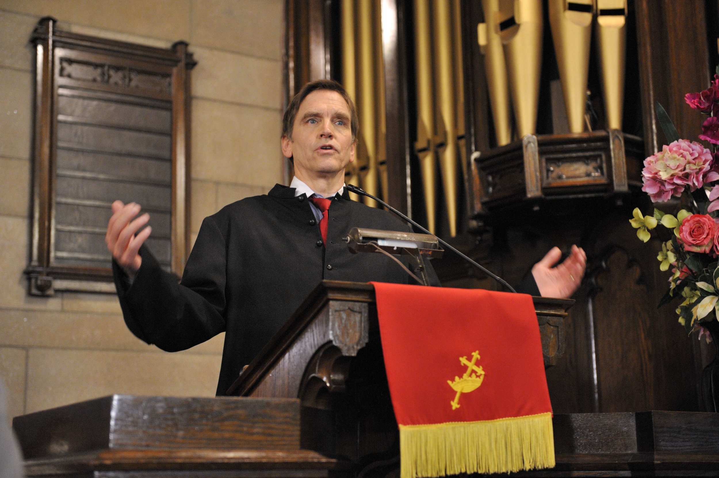 BMOSELEY:PASTOR AT PULPIT2.jpg