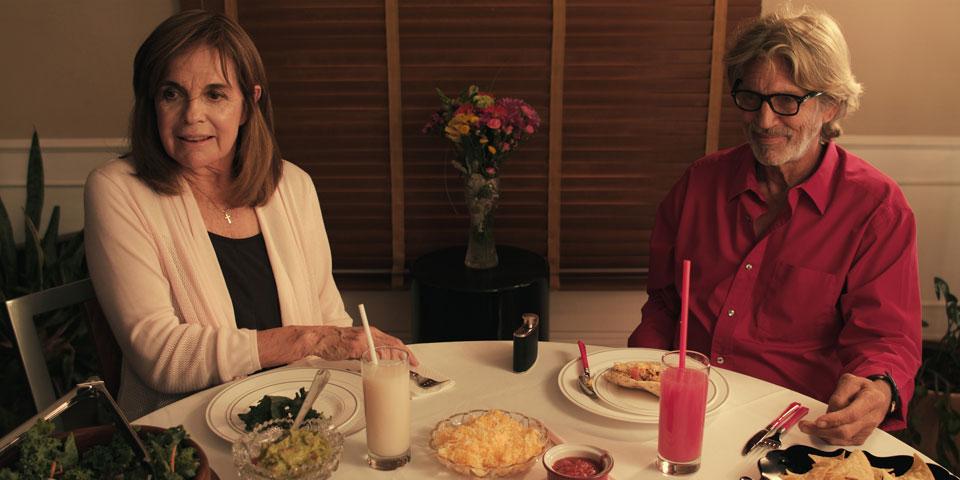 Kathlyn-(Linda-Gray)-and-Mathew-(Eric-Roberts)-lunch.jpg