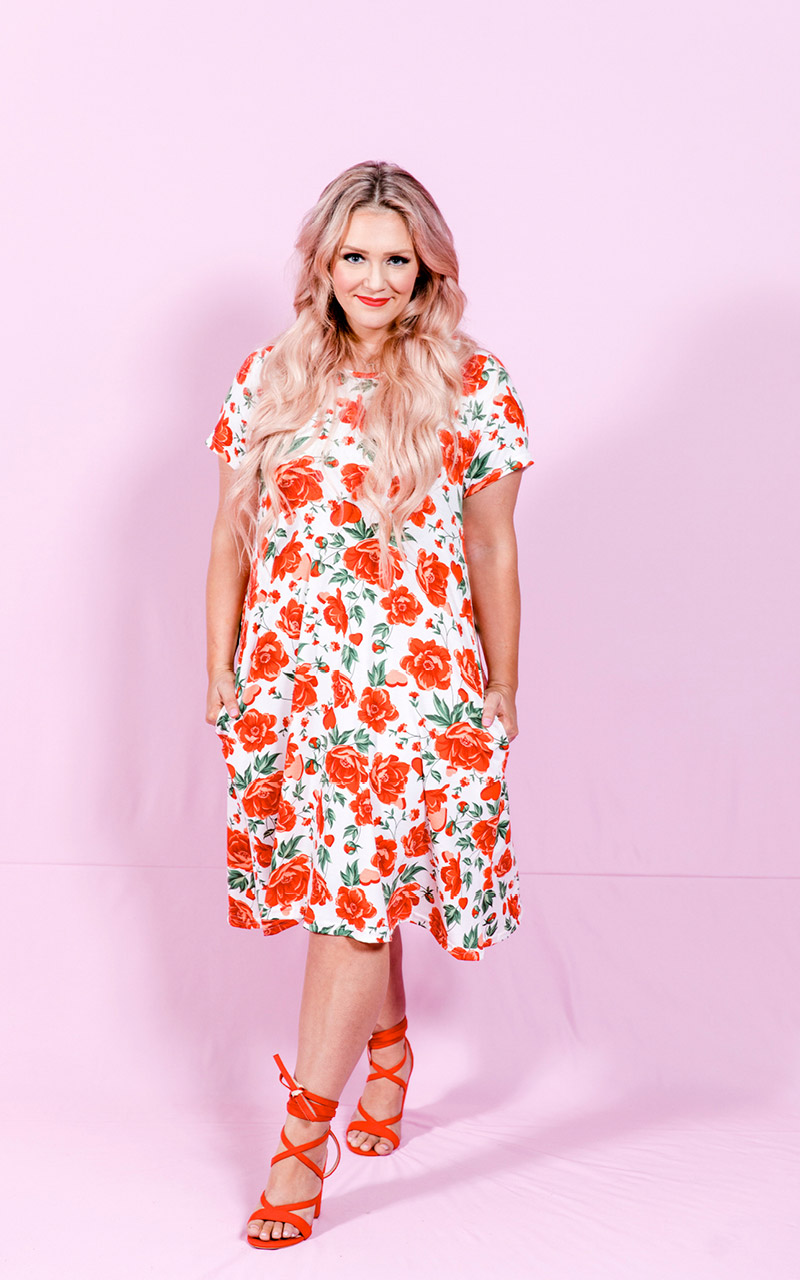 LuLaRoe-Jessie-T-Shirt-Dress-With-Pocketcks-white-red-roses-floral-pattern.jpg