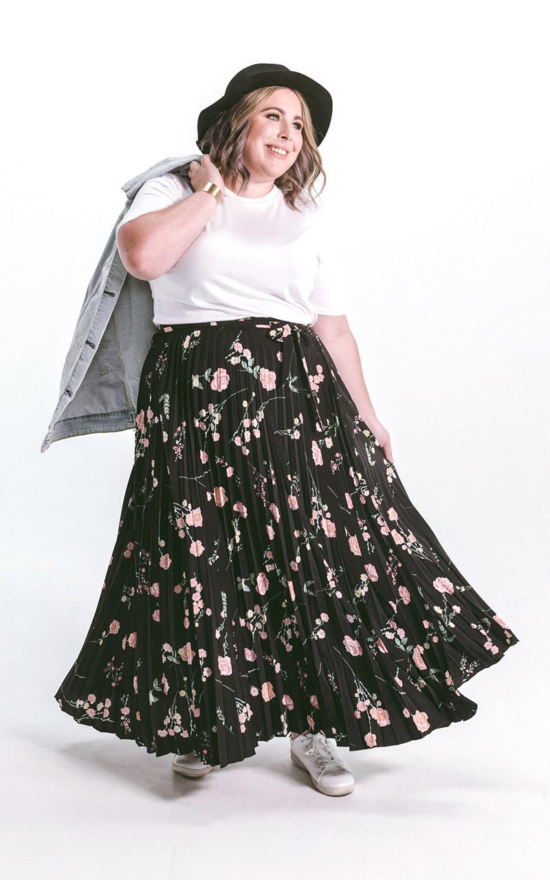 LuLaRoe-DeAnne-Maxi-Pleated-pink-roses-on-black.jpg