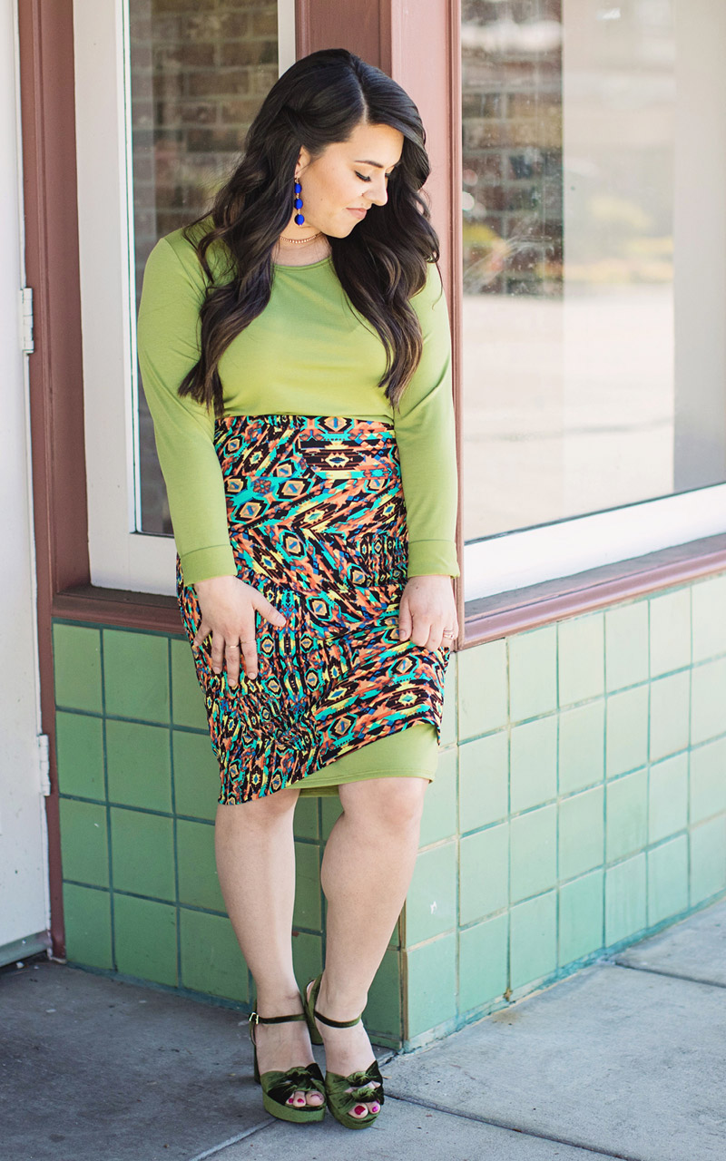 Lularoe-Debbie-Mid-Length-Long-Sleeve-Fitted-Sheath-Dress-green.jpg