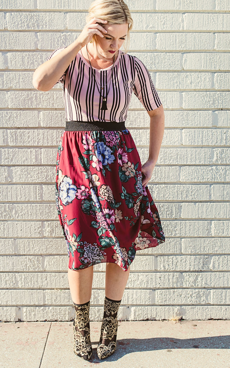 LuLaRoe-Lola-Mid-Length-skirt-with-elastic-waistband-red-floral.jpg