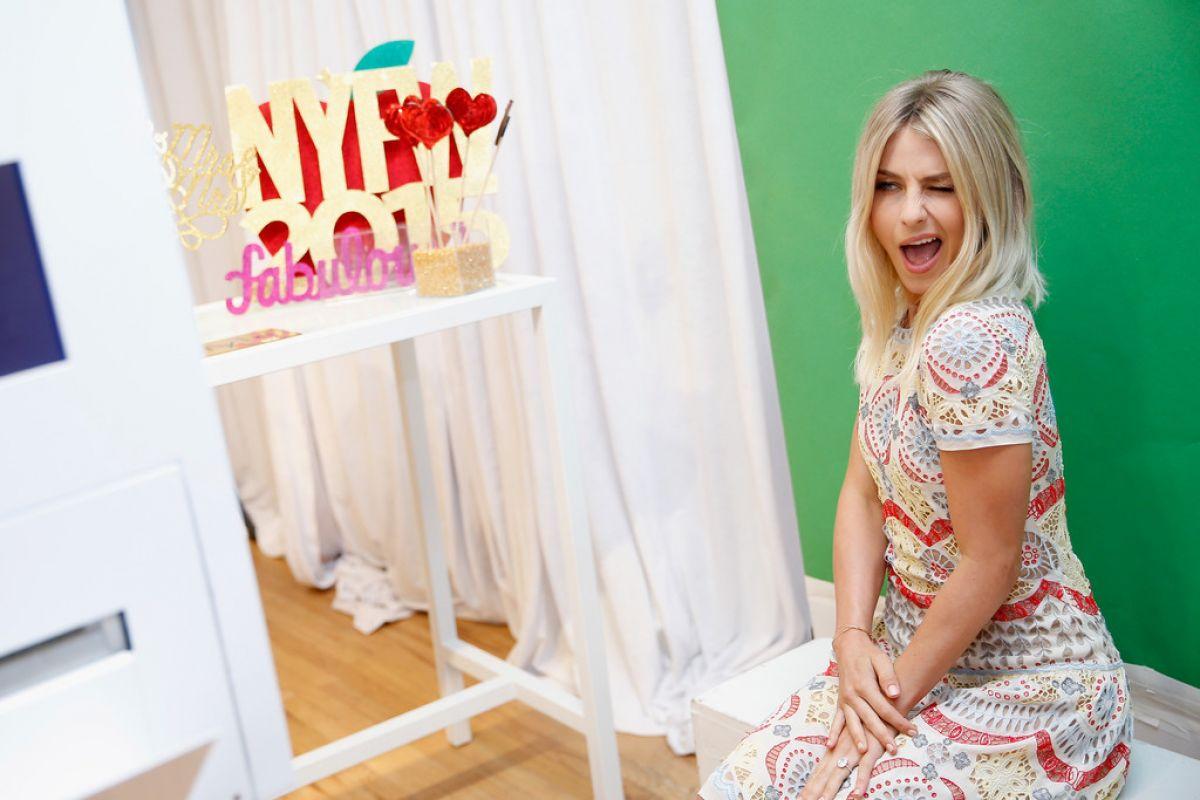julianne-hough-at-hallmark-signature-s-pop-up-shop-at-new-york-fashion-week-09-16-2015_8.jpg