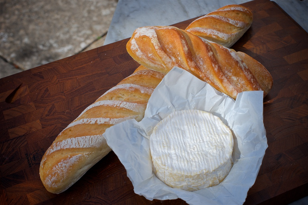 Baguette - Made with organic white flour our baguettes are hand shaped and finished with a dusting of flourAvailable as a baguettes & demi-baguettes