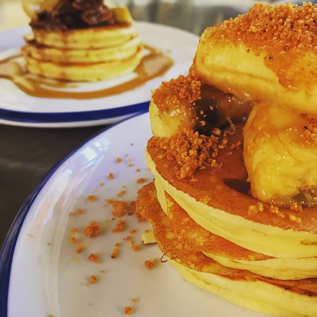 Naughty little mid week pancake treat anyone? Caramelised banana and chocolate sauce, Apple & pecan nuts poached in maple syrup or crispy bacon & Chelsea bun syrup. #fitzbillies #cambridge #pancakes #chelseabuns #naughtybrekkie