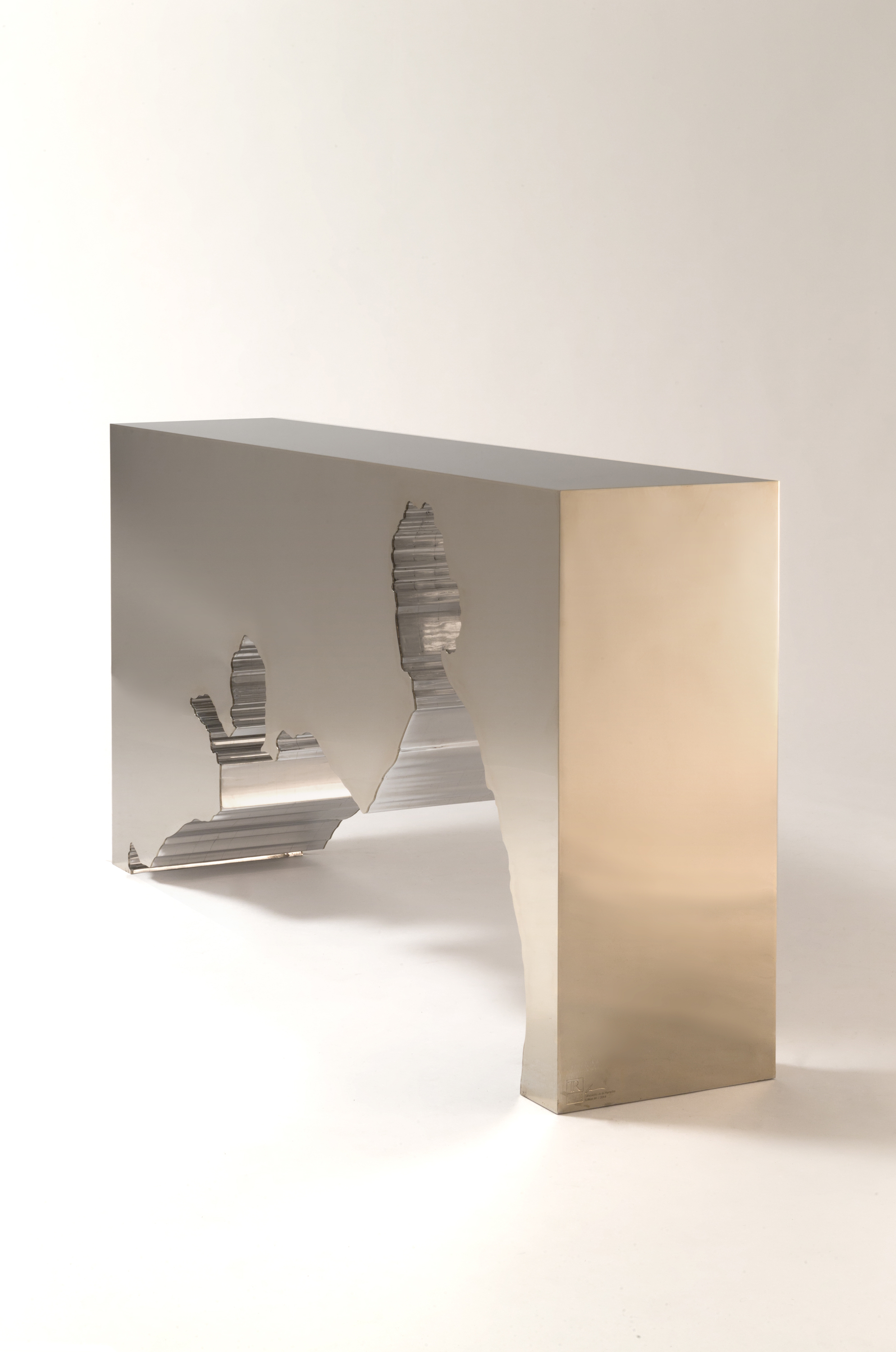 Silhouette de la Nymphe , 2014, Gold Mirror Polished Stainless Steel & Solid Mirror Polished Aluminum, 37 × 72 × 15 1/2 in
