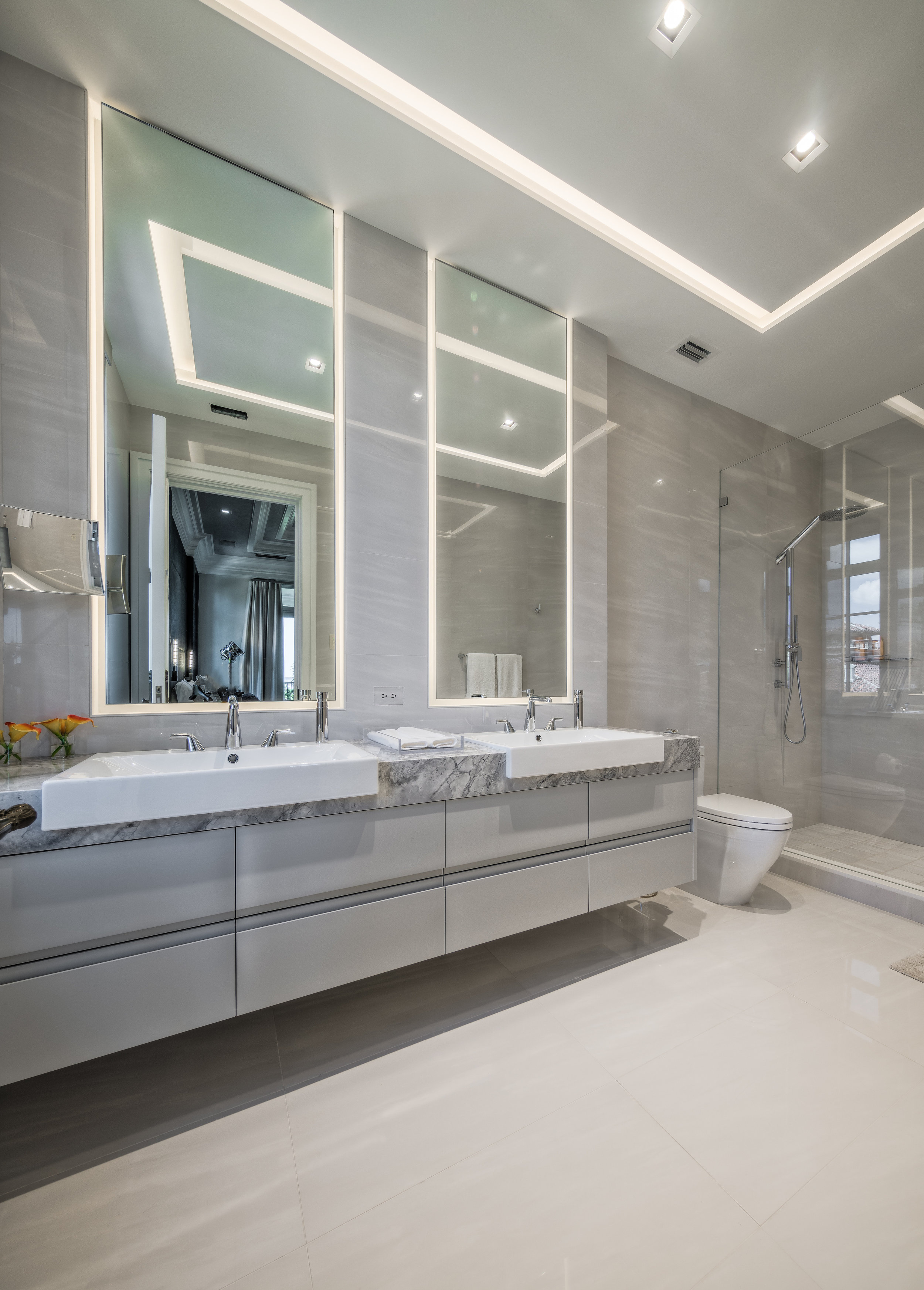 Private Beachfront Estate Ocean-Side Guest Suite Bath