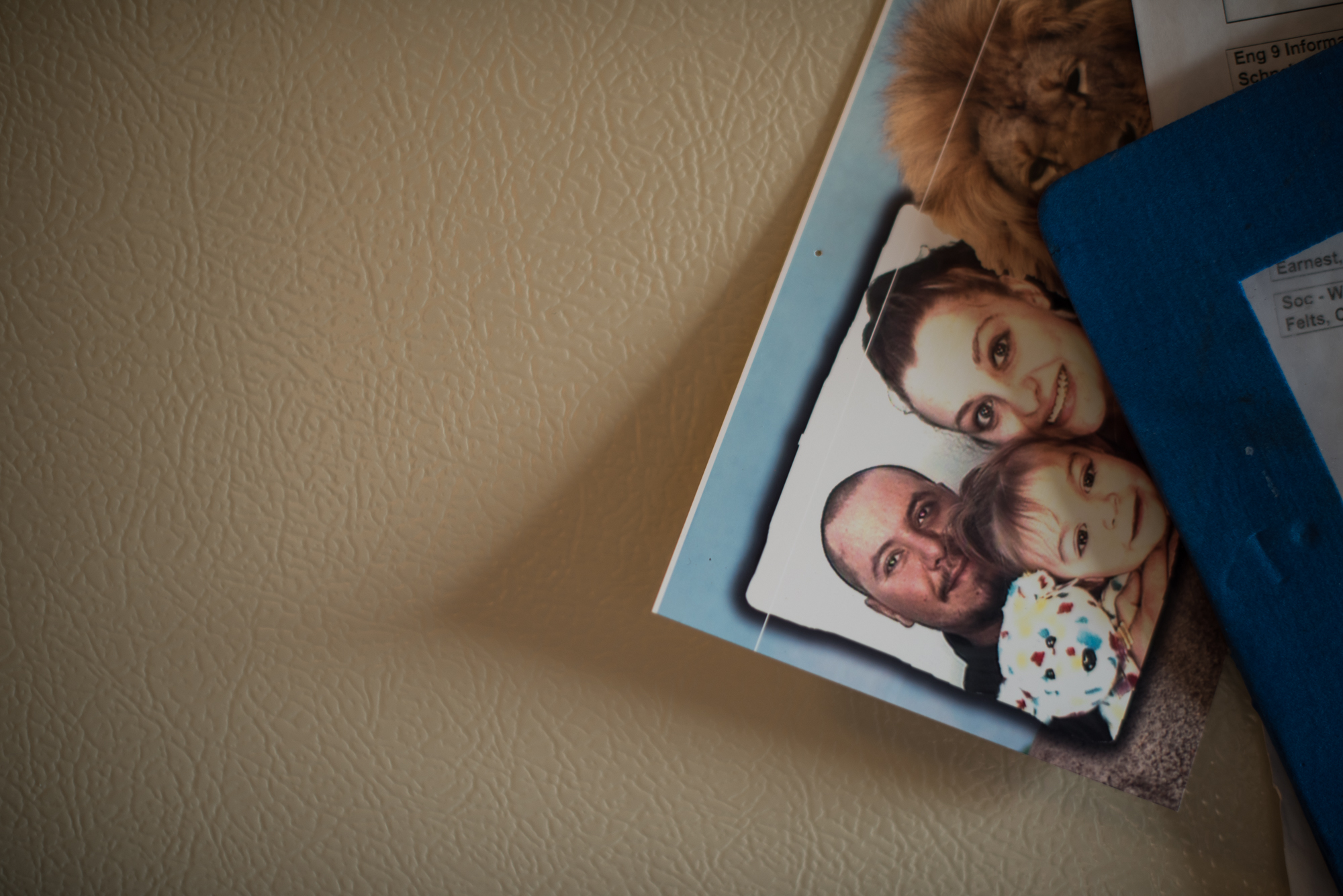 A family photo taken at the zoo on the family's refrigerator door.