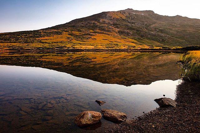 Alpine lake at the top of Independence Pass in Colorado.  #independencepass #aspen #collegiatepeaks #collegiatepeakwilderness#colorado #mountains#alpinelake#colorado_travel#outtherecolorado #colorado_creative#coloradoinstagram #canonphotos #themountainsarecalling