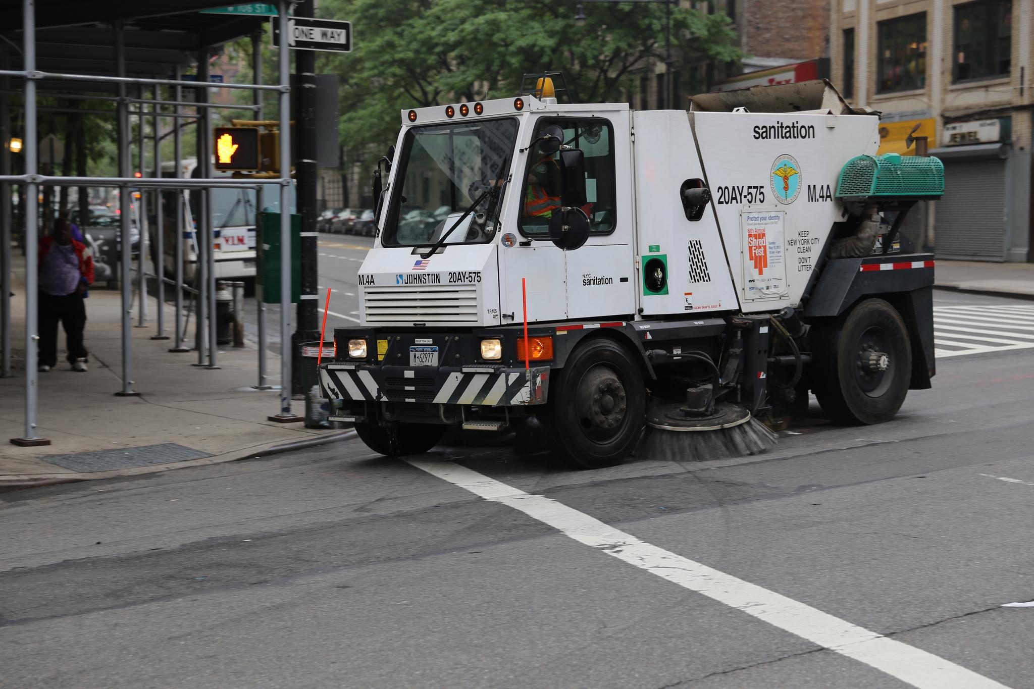 A New York City street sweeper struck Bailey. Photo by Vetatur Fumar