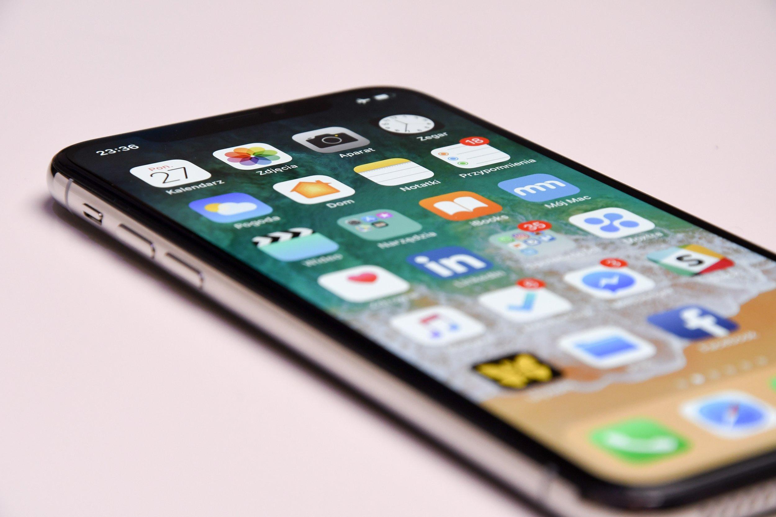 Silver iPhone X. Photo by Przemyslaw Marczynski.