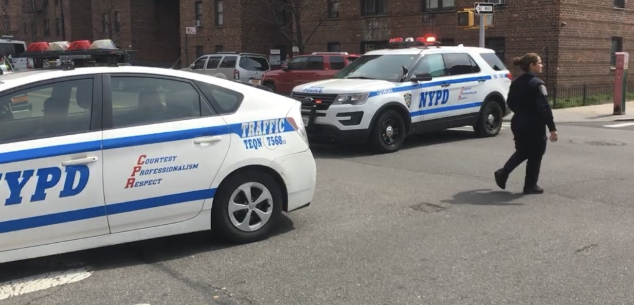 The NYPD created a perimeter after they say a Jackson Heights man was fatally shot. Photo by user pinetree via Citizen.