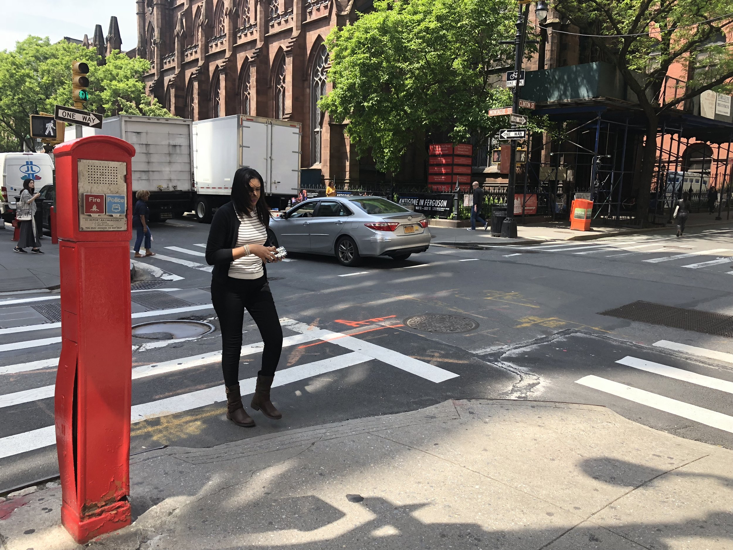 A new bill sponsored by Queens State Sen. John Liu would impose a fine on people who text in crosswalks.  Eagle  photo by Victoria Merlino.