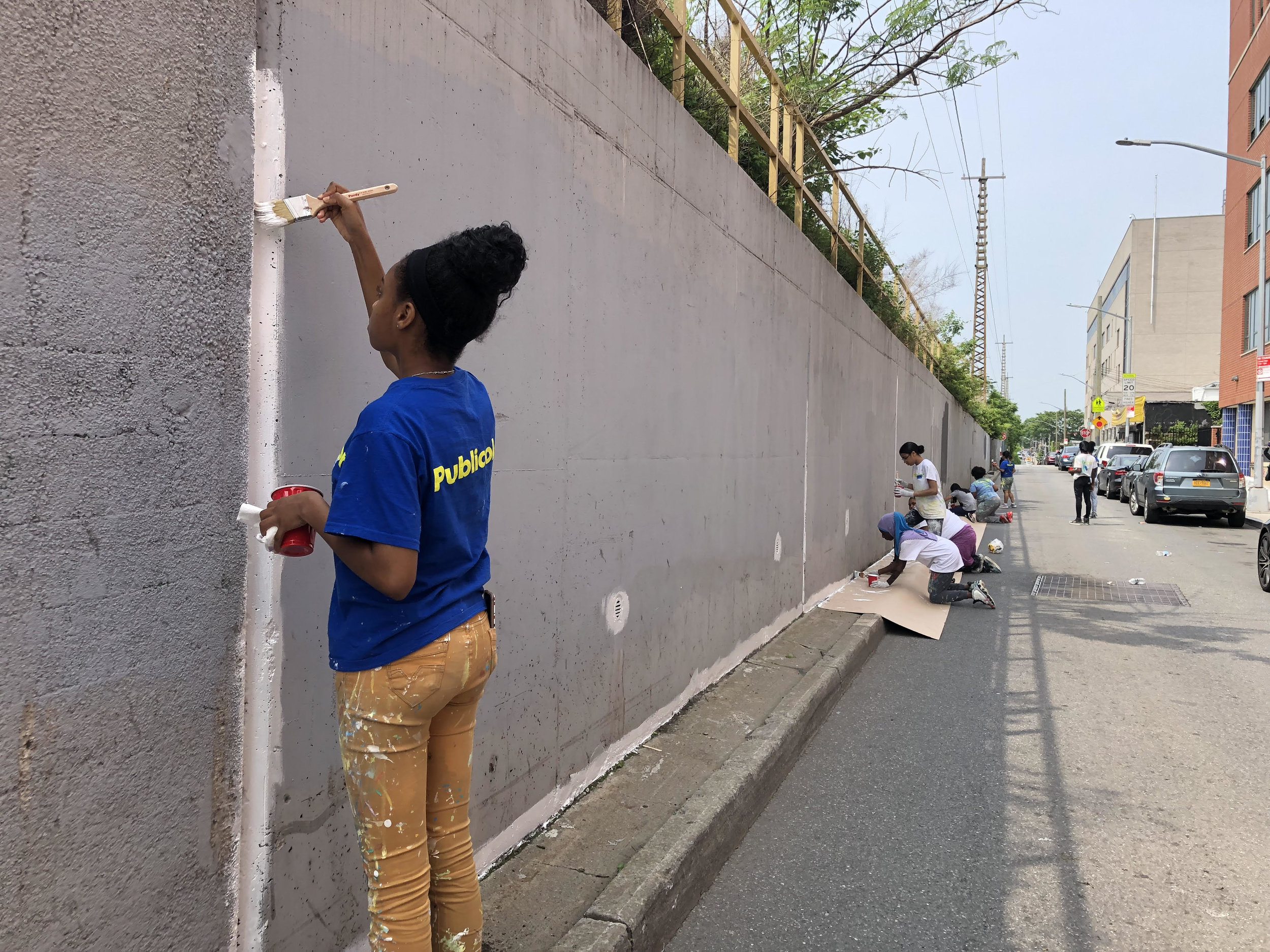 Student volunteers from Publicolor Paint Club beautify walls in Corona. Photo courtesy of Publicolor.