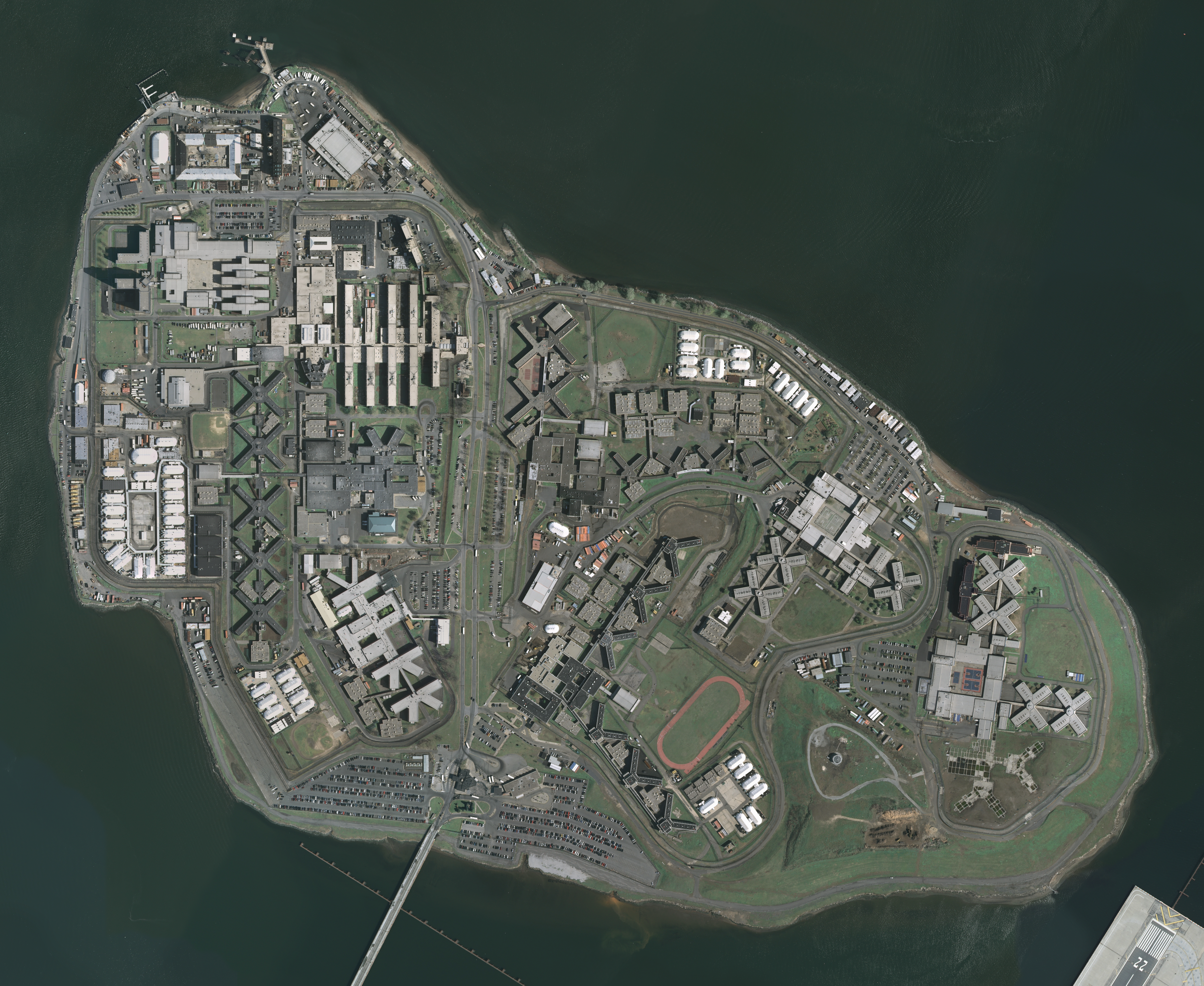 An aerial view of Rikers Island. Photo by the  U.S. Geological Survey  via Wikimedia Commons.