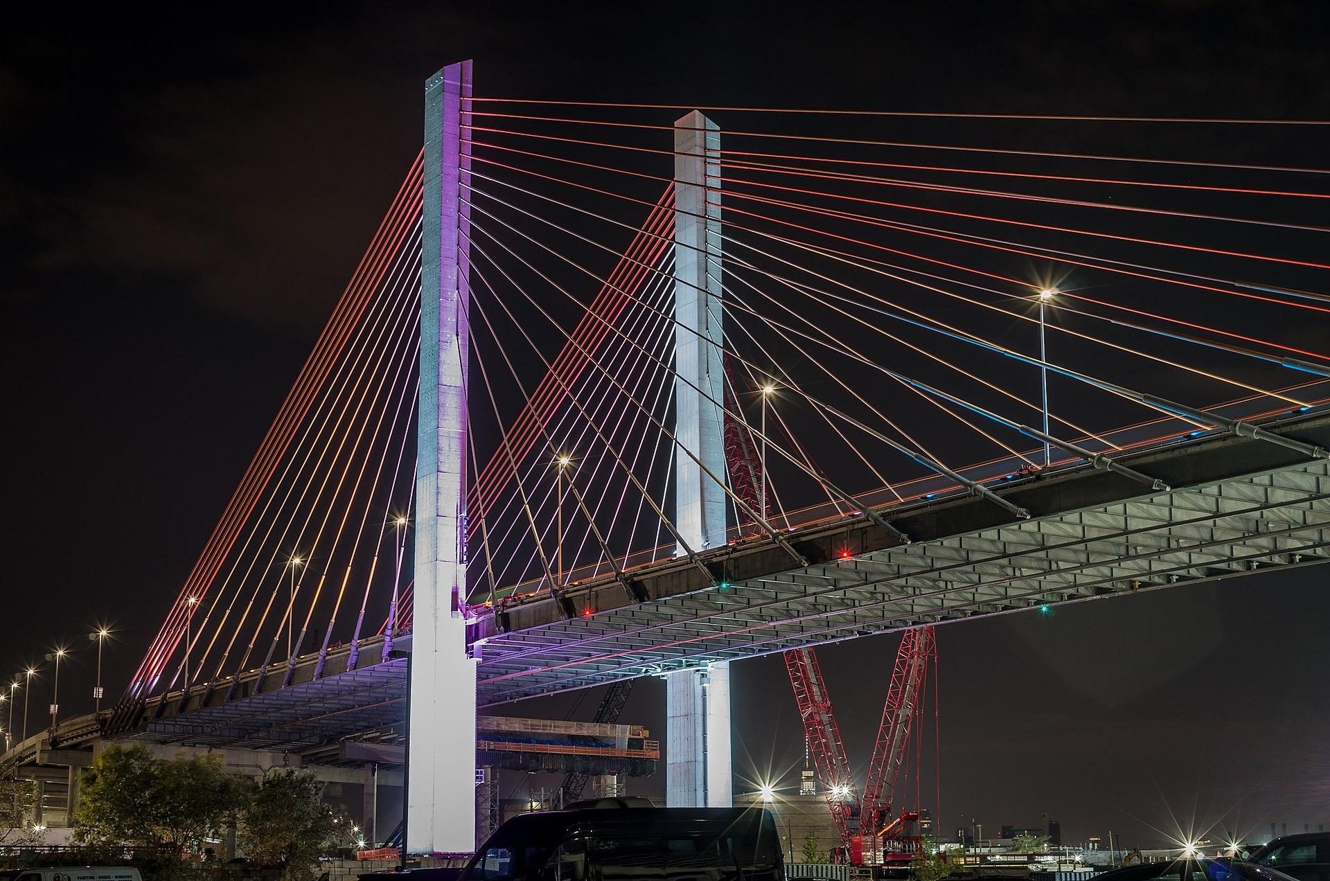 The Kosciuszko Bridge links Long Island City with Brooklyn. Photo by edom31 via Wikimedia Commons