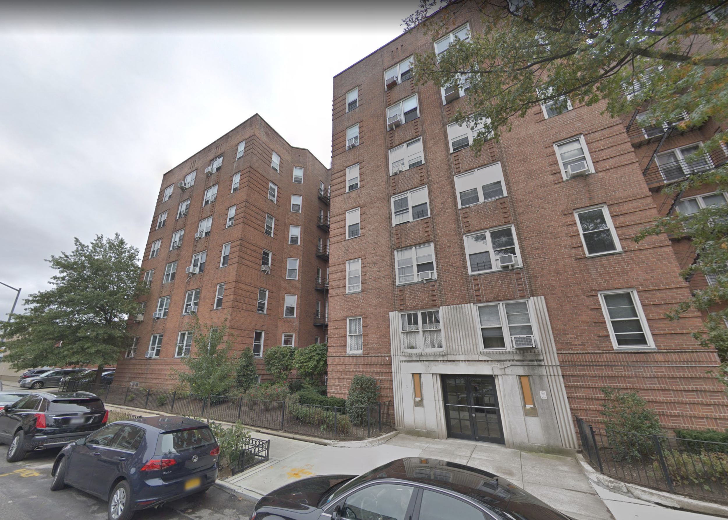 Tenants who lived at an apartment complex at 111-32 76th Ave. in Forest Hills are eligible to become plaintiffs in a class action lawsuit against the LLC that owns the property and allegedly violated rent stabilization laws. Photo via Google Maps.