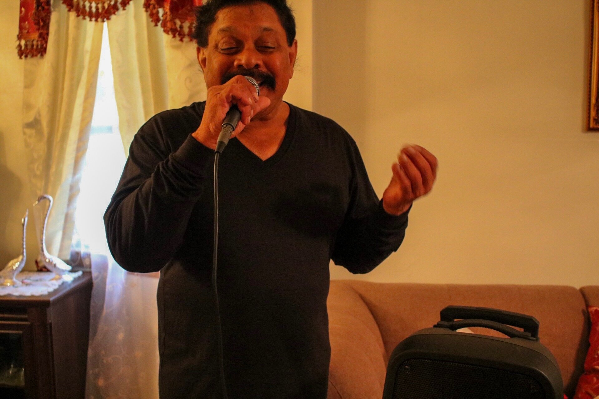 Peter Dass performs every Sunday at the Kaieteur Restaurant.  Eagle  photos by Yasmeen Persaud