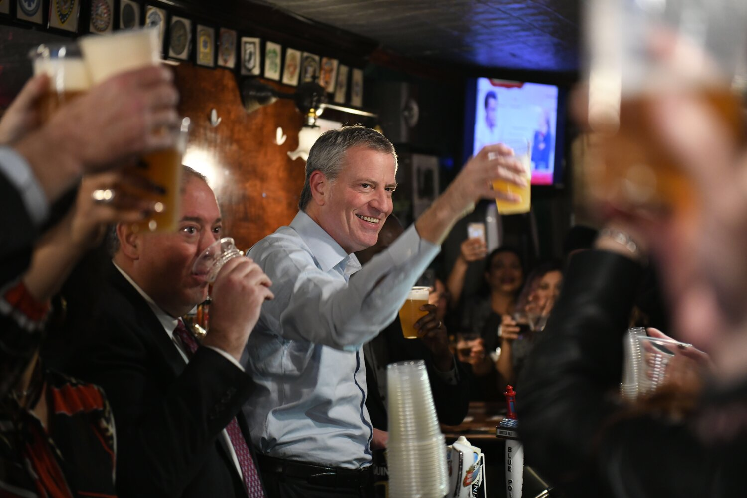 Mayor Bill de Blasio toasted a lease agreement that would enable 190-year-old Woodhaven watering hole Neir's Tavern to stay open. Photo Ed Reed/Mayoral Photography Office.
