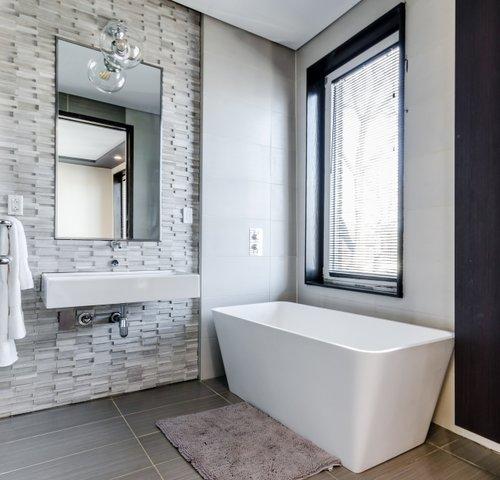 Sunol Ca Toni Berry Marie Antoinette Interiors -custom-blinds-bathroom-privacy.jpg