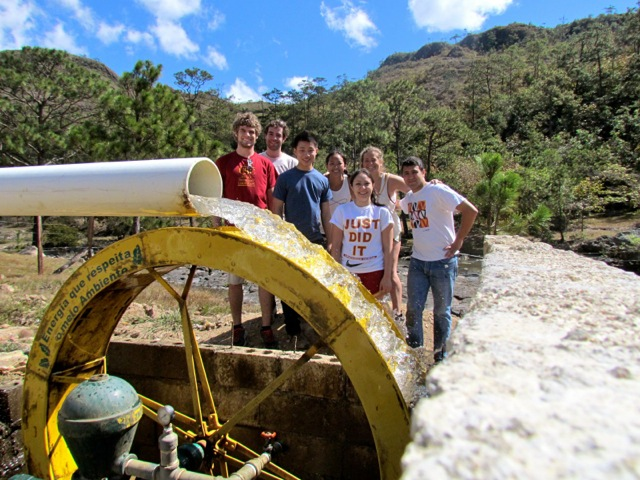 EWB-USC students with the completed water delivery system in La Estanzuela in 2009.