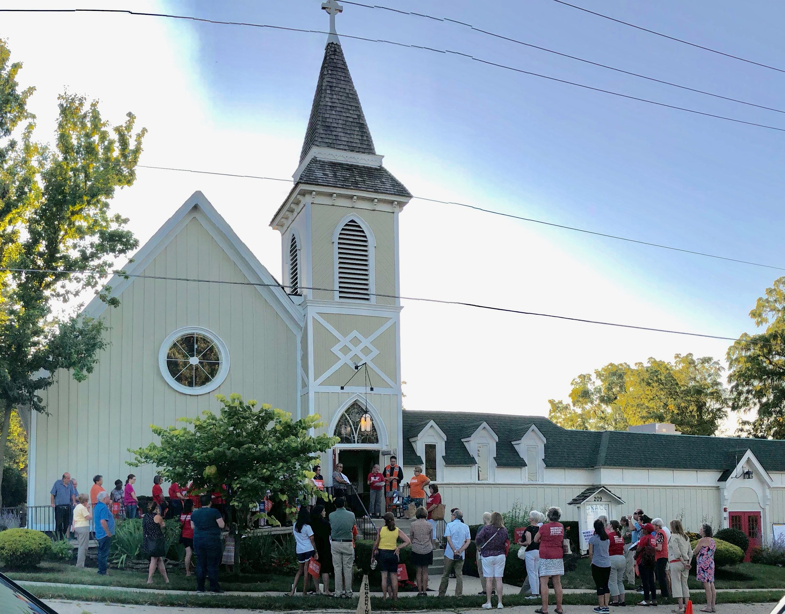 Grace hosted a community Vigil in response to gun violence in America on Thursday, August 8, 2019.   Photo by Pam Bloom.