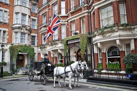 Hotel Entrance - carriage.jpg