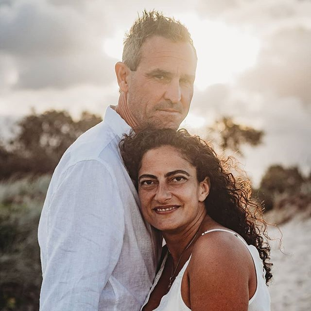 How beautiful are these two? I'm in love with their love 😍  _ #brisbanephotographer #goldcoastphotograper #beachsession #couplephotography #candidparenthood #candidmotherhood #lifestylephotography #lookslikefilm #smalpresets