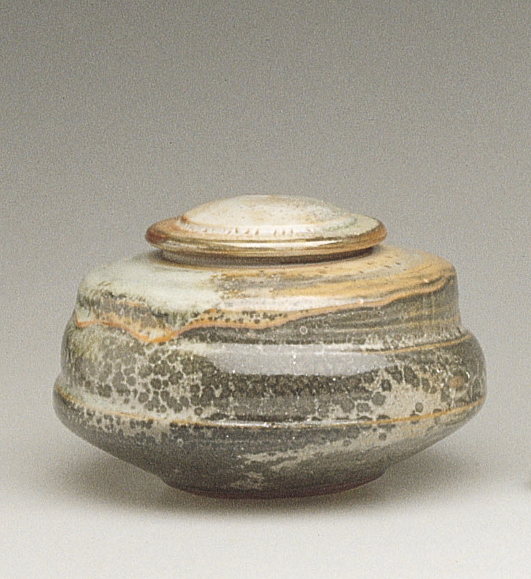 Robert Tetu - Tetu produces functional pottery of uncompromising craftsmanship and quality in stoneware and fine porcelain, and is renowned for his Shino glaze.