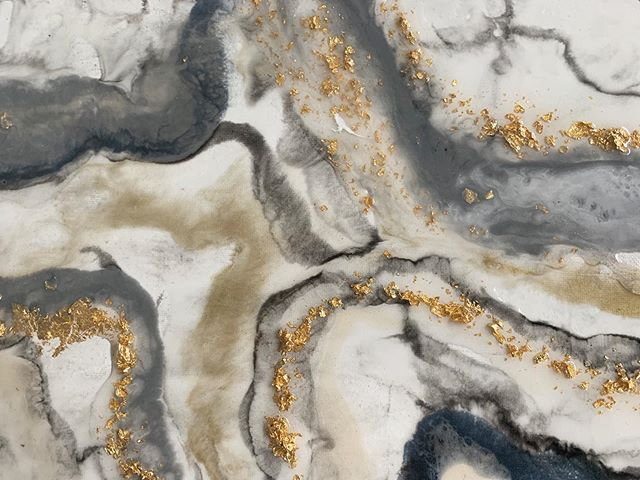 Marbled test piece, layered with waves 🌊💫 ⠀⠀⠀⠀⠀⠀⠀⠀⠀ • ⠀⠀⠀⠀⠀⠀⠀⠀⠀ • •⠀⠀⠀⠀⠀⠀⠀⠀⠀ #marbleart #glassyart  #glossyart #modernabstract #originalartwork #paintpour #intuitiveart #artflowsessions #liquidpainting #abstractexpressionism #expressionstart #buckheadartist #goatfarms #pakistaniart #girlboss #partimeartist #contemporaryart  #suspensionart  #goldleaf #marbling  #artinprogress #artcommission